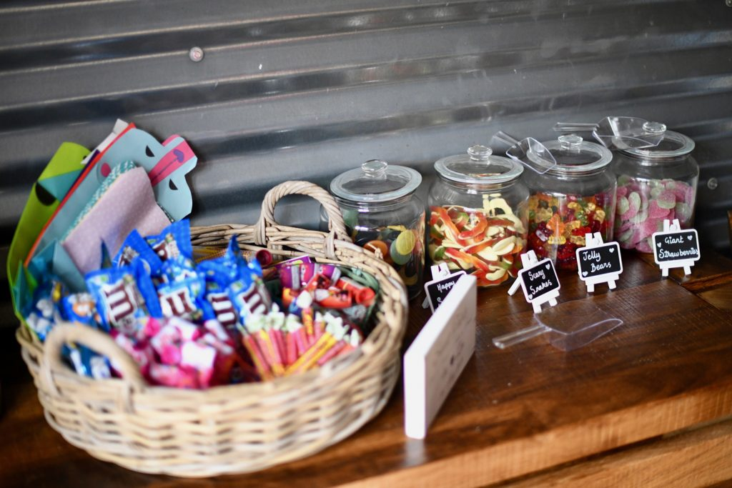 11 FABULOUS FAVOUR IDEAS (THAT WON'T BREAK THE BUDGET)